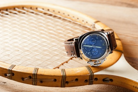 cronógrafo: luxury fashion watch with blue dial and brown leather watch band (ammo style watch strap)