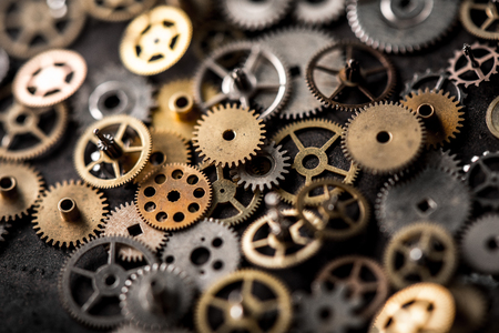 concept de réparation de montres mécaniques. gros plan les pièces de la montre-bracelet mécanique.