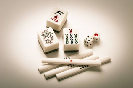 Equipments for Mahjong game. Mahjong is the ancient asian board game. 免版税图像 - 130427179