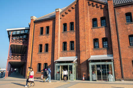 YOKOHAMA, JAPAN - FEBRUARY 19, 2019: The Yokohama Red Brick Warehouse. This historical building used as a complex includes a shopping mall, banquet hall and event venues. 新聞圖片
