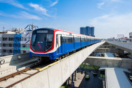 SAMUT PRAKAN, THAILAND - APRIL 13, 2019: View of BTS SkyTrain from SamRong Station. BTS was the first electric mass transit railway system in Thailand. 新聞圖片