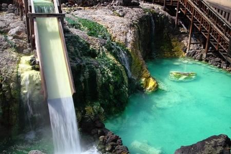 温泉、日本で草津温泉のソース 写真素材