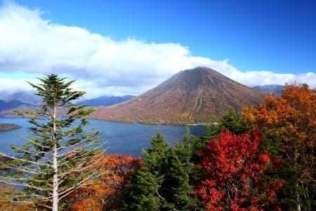 Mt  Nantai and Lake Chuzenji in autumn, Nikko, Japan  版權商用圖片