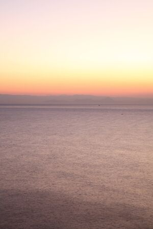 rising of sun: Mañana resplandor de la bahía de Suruga, Shizuoka, Japón Foto de archivo
