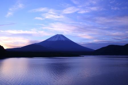 mt fuji: Daybreak Mt  Fuji and Lake Motosu, Yamanashi, Japan Stock Photo