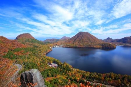 榛名山や湖、群馬県、日本の秋の色