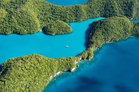 パラオの青い海と白いヨット 写真素材