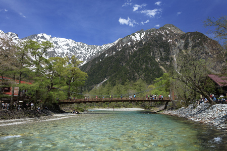 Kamikochi · azusa river,Kappa bridge and Larch forests mountains in early summer Stok Fotoğraf