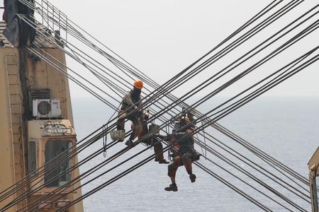 greasing: Engrase el cable de la gr�a de carga