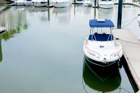 プーケット、タイで港でドッキング小さな白いモーター ボート 写真素材