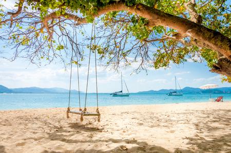 鳴ったヤイ島、プーケット、タイでツリーの下にぶら下げをスイングします。 写真素材