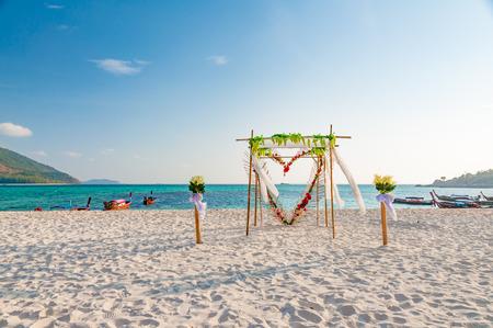 Beautiful wedding arch floral decorations on the beach Zdjęcie Seryjne - 55772433