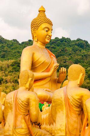 仏と弟子たちの彫刻タイ仏記念公園で 写真素材