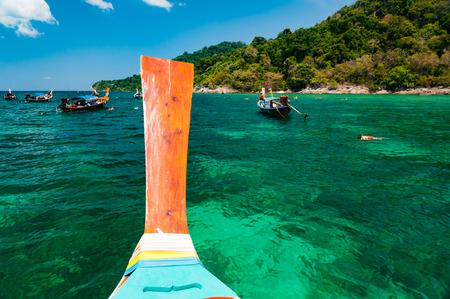 ここでリペで水の下での海洋生物の島、サトゥーン、タイ船ドック、色とりどりのサンゴを見てまわり、様にスノーケリングとシュノーケ リング ス
