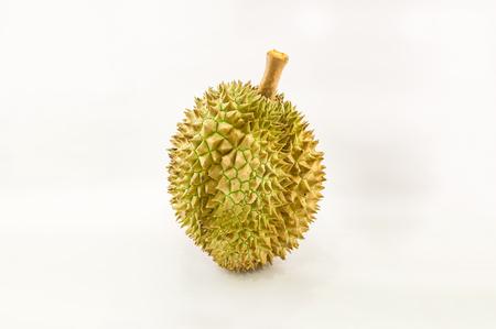 白い背景に、タイ、東南アジアの臭いがフルーツの王様に分離されたドリアンのクローズ アップ ビュー選択と集中