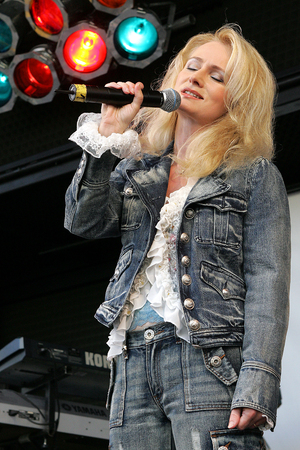 pop star: Pop star Nicole Editorial