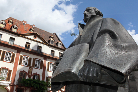 luther: Luther Memorial in Landau