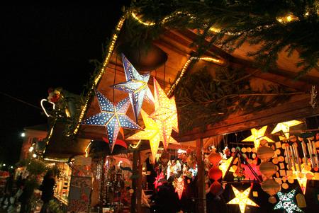 Weihnachtsmarkt Standard-Bild - 54602597