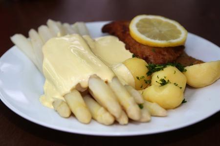 schnitzel: Asparagus and schnitzel