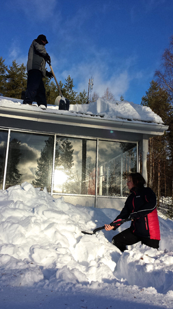 Cleaning snow from roof photo