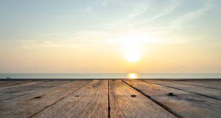 Guardare l'alba sulla spiaggia di Hua Hin Archivio Fotografico