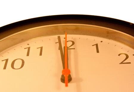 orologio da parete: Orologio da parete che mostra vicino a dodici