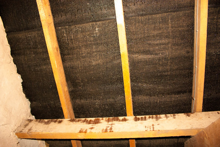 Damp within a typical household attic is a common problem that many struggle to repair unless it is completely stripped out and replaced. 版權商用圖片 - 88764830