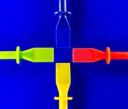 Four plastic spatulas laid out, used for artwork or glue spreading. Banco de Imagens