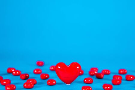 A scattering of love hearts, taken on a bright blue background, with one large love heart. Banco de Imagens