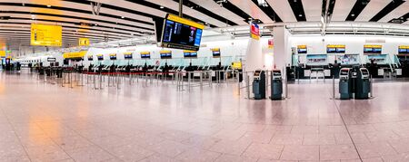 A large airport terminal with no activity due to the pandemic restrictions. Фото со стока