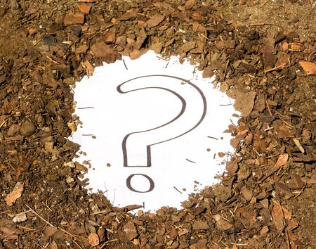 A question mark sign that has been unearthed and discovered in the earth of a garden or field. Standard-Bild