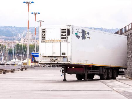 A large HGV trailer used for carrying all types of cargo and goods from one destination to the next. Reklamní fotografie