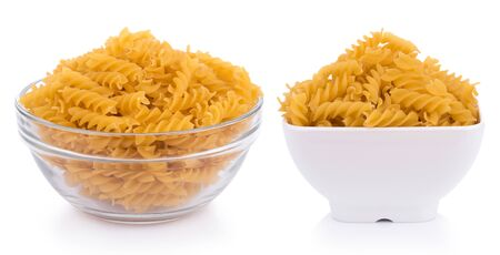 Pasta isolated in bowl on white background 版權商用圖片 - 133399264