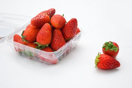 fragaria: Strawberries in container