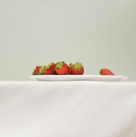 fragaria: Strawberries on plate