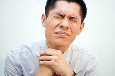 constipated: Asia hombre de negocios constipado