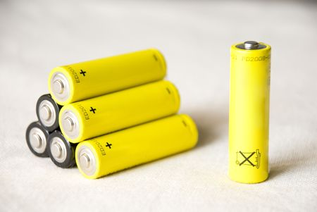 nimh: Pyramid of batteries with single standing battery