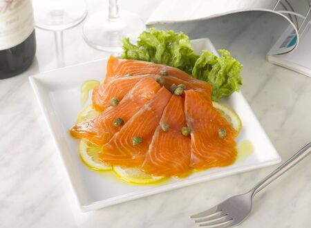 capers: Smoked salmon with lemon and capers