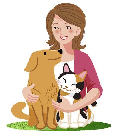 女性は彼女の犬と猫に目を笑顔で抱きしめます。
