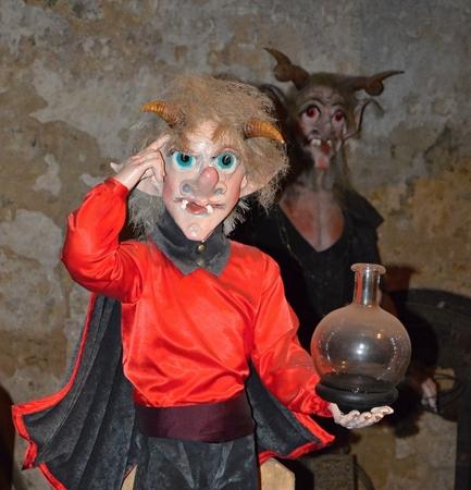 marioneta de madera: Marioneta de madera para los ni�os traviesos Foto de archivo