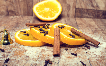 An important part of Christmas lemon tea with cinnamon. Imagens - 89452349