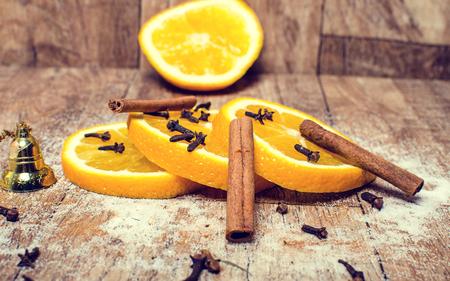 Fontos része a karácsonyi citrom tea fahéjjal. Stock fotó - 89452349