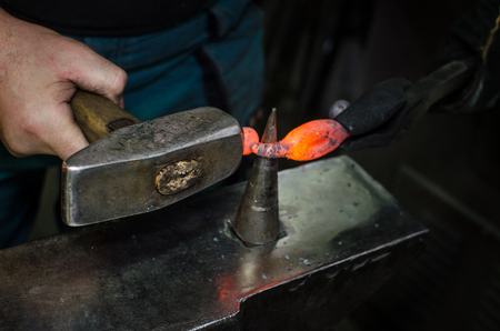 Blacksmith at work, hit with a hammer by a hot metal on the anvil. Banco de Imagens - 91339008