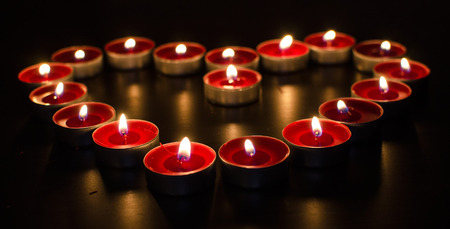 Red valentine burning candles full of love Stockfoto