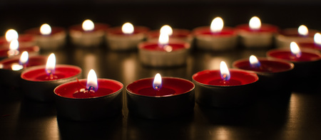Red valentine burning candles full of love Imagens
