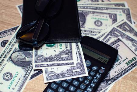 2018 년 달러와 재무 균형