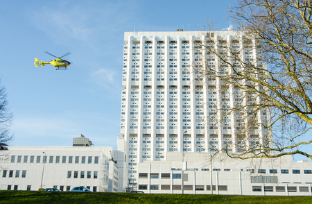 landing rescue helicopter on the hospital roof Stockfoto