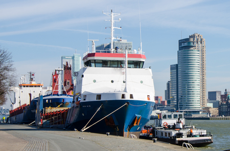 A boat moored in the port of Rotterdam. Banque d'images