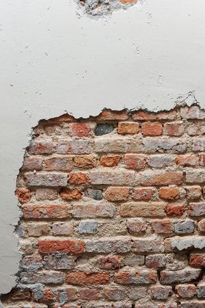 muro rotto: Rotto muro con mattoni rossi