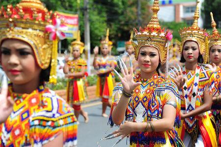 si: NAKHON SI THAMMARAT, THAILAND- September 22 : Manohra on 10th Month Festival.MANOHRA is folk dance in South of Thailand on September 22, 2014 in Nakhon Si Thammarat, Thailand.